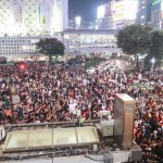 2015ハロウィン当日の渋谷センター街はDJポリスが出動するほどの熱狂!!翌朝はゴミだらけか?