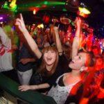 渋谷のクラブでのカジュアルなハロウィンパーティー/六本木のクラブでの陽気なハロウィンパーティー/初めてハロウィンイベントに参加